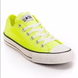 Converse Chuck Taylor Canvas Low Top Sneakers